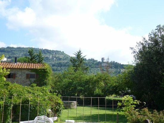 Monastero San Silvestro : View of Cortona from the pool