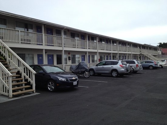 Motel 6 Fort Bragg: parking