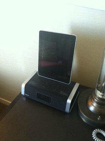 Hilton Inn at Penn: Complimentary iPad...very cool touch