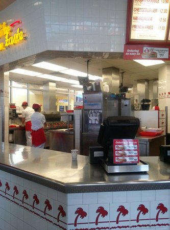 In-N-Out Burger : Inside