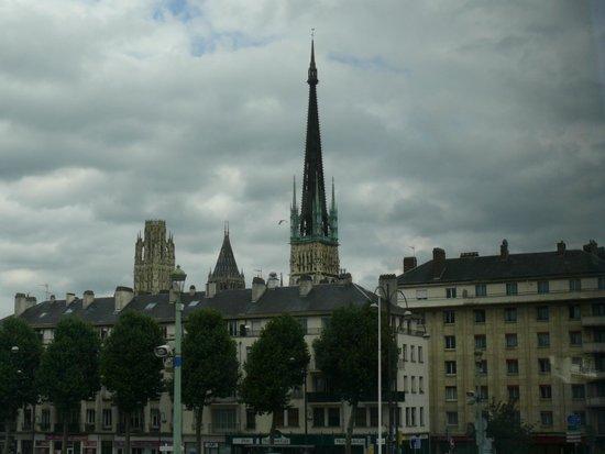 Mercure Rouen Champ de Mars Hotel: Nearby Old City view.