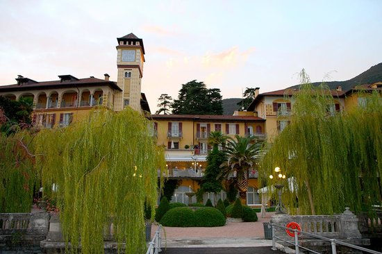 Grand Hotel Fasano : Hotel vom Gardasee aus gesehen