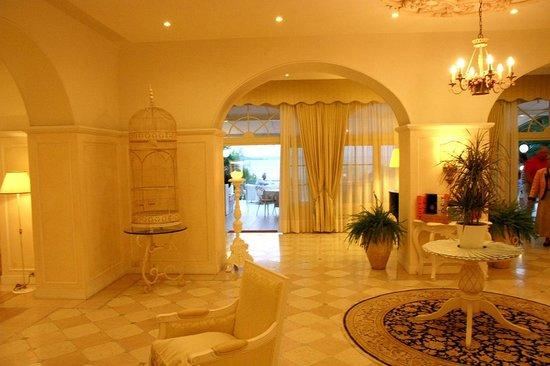 Grand Hotel Fasano : Hotel Foyer
