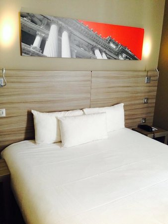Best Western Issy Porte De Versailles: Room with large and confortable bed