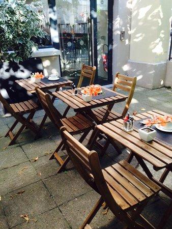Best Western Issy Porte De Versailles: Breakfast in the garden