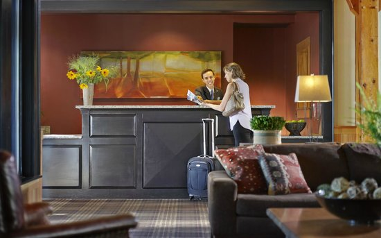 Green Mountain Suites Hotel: Front Desk