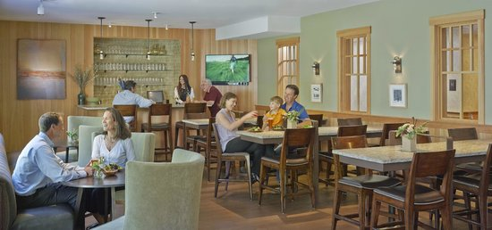 Green Mountain Suites Hotel: Fireside Lounge 2