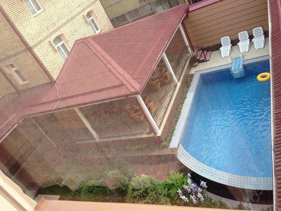 Hotel Bek: Внутренний двор-терраса, бассейн