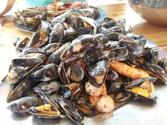 L'Atelier N.3- Degustation: moules, grosses crevettes et noix de St Jacques, cuisinés à la crème, un délice