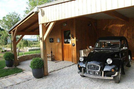 Le Domaine Des Prés Verts : Reception & car for rent