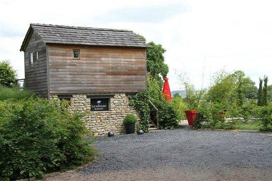 Le Domaine Des Prés Verts : Separate cabin