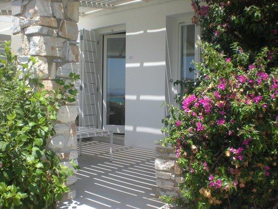 Paros Agnanti Resort: entrée par la terrasse de notre chambre