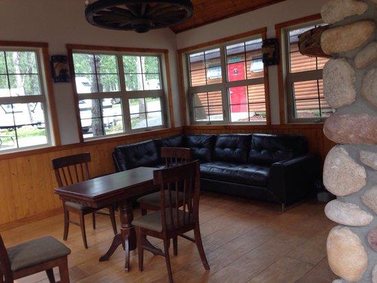 Jasper Gates Resort & RV : The Bears Den