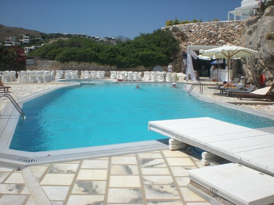 Paros Agnanti Resort: vue de la piscine et du bar
