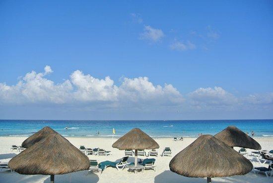 JW Marriott Cancun Resort & Spa: beach front
