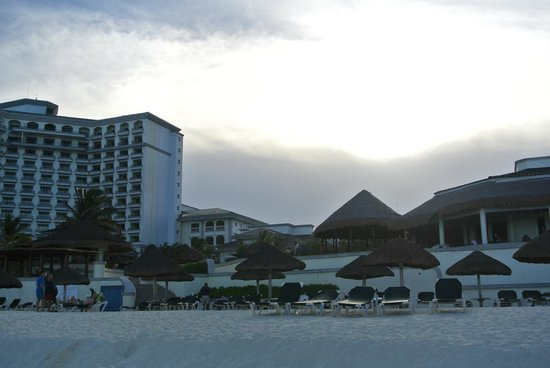 JW Marriott Cancun Resort & Spa: beach side
