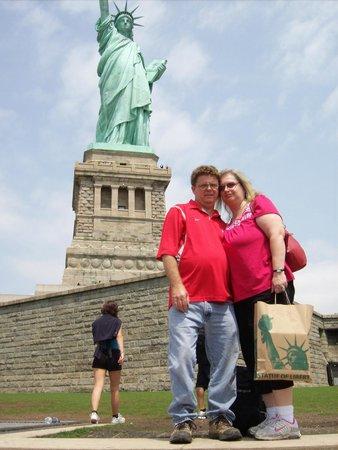 Statue de la liberté : Charles & Lisa at the Staue of Liberity
