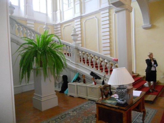 Rundale Palace Museum (Rundales Pils): l'ingresso con l'elegante  scalinata