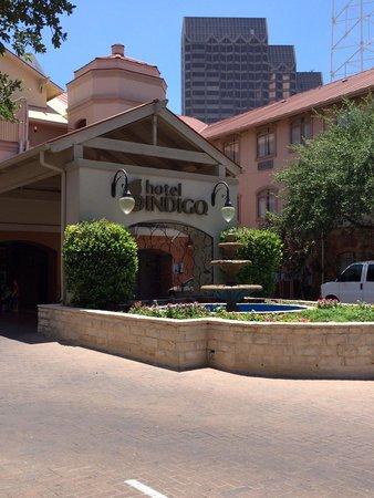 Hotel Indigo San Antonio Riverwalk: Entry Court