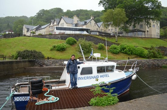 Inversnaid Hotel: this is the ferry to cross the other side of the lomond
