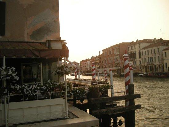 Hotel Continental Venice: uitzicht van op het kleine terras.