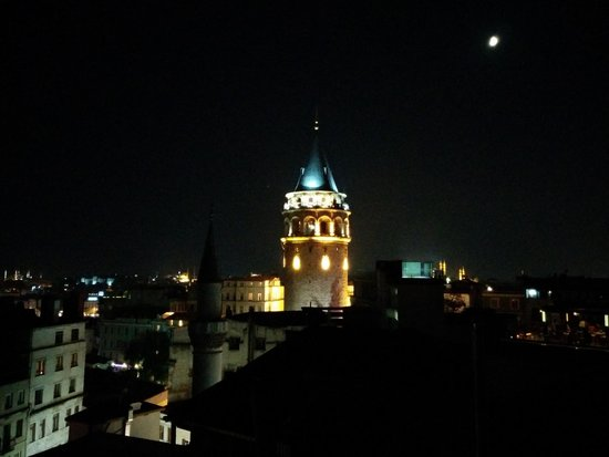 Balkon Residences: View of Galata Tower from Terrace at Night