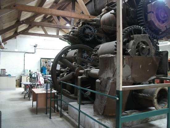 Bursledon Brickworks Industrial Museum: Large machinery near to entrance