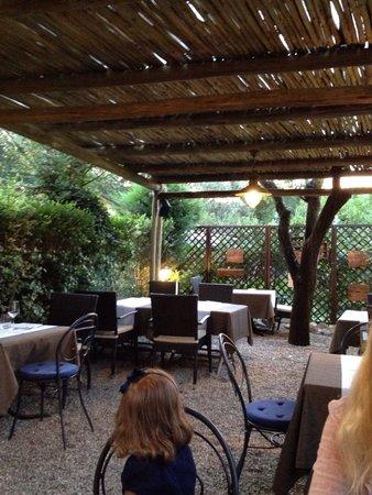 La Taverna del Farneto: Terrasse abritée