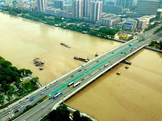 Ningbo Marriott Hotel : Jiefang Bridge over Yao River