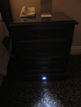 Omni William Penn Hotel: I've never seen a built-in nightlight - loved it!