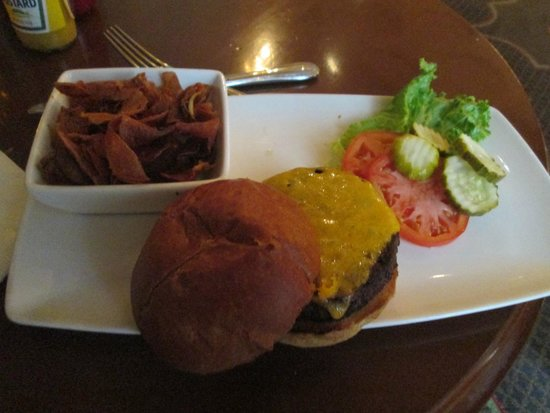 Omni William Penn Hotel: Tasty burger at the Palm Court and The Tap Room