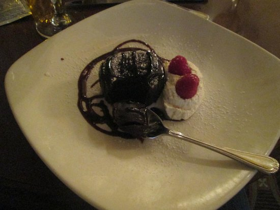 Omni William Penn Hotel: Delicious flourless chocolate cake (I ordered it 3 times during my stay)