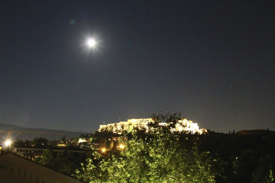 Kuzina: View of the Acropolis from the roof garden