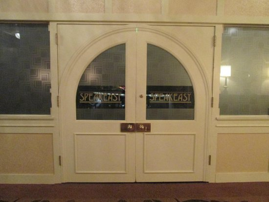 Omni William Penn Hotel: Entrance to The Speakeasy