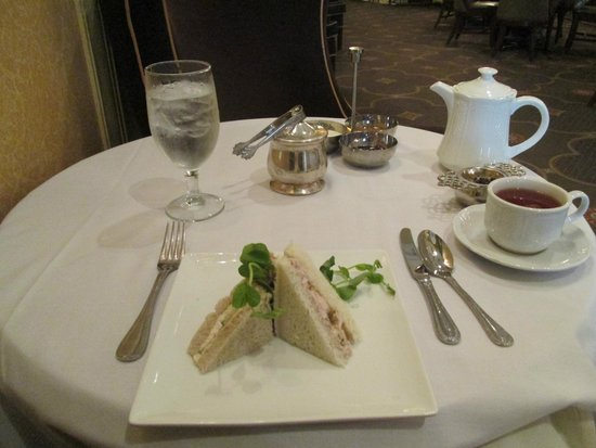 Omni William Penn Hotel: Tea time at Palm Court
