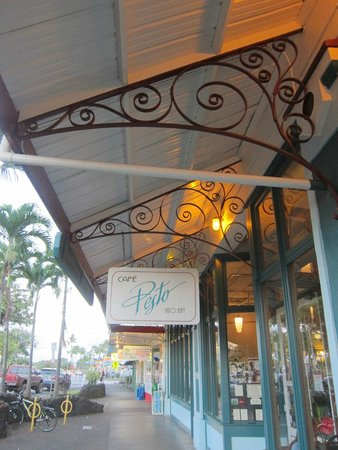 Cafe Pesto Hilo Bay : Eclectic store front!