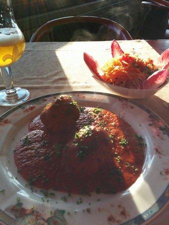 L'Amandier Restaurant : Boulettes maison sauce Tomate avec salade de crudités