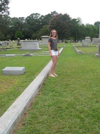 Vampire Stalkers/Mystic Falls Tours-Vampire Diaries/Originals Tours: Mystic Falls Cemetery