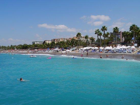 Meryan Hotel: Beach