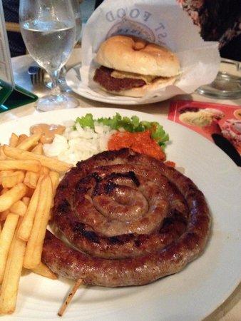 jure salsiccia e cheeseburger