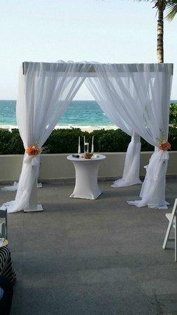 La Concha Renaissance San Juan Resort: Ceremony Setup
