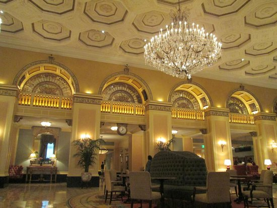Omni William Penn Hotel: Ornate decor in the lobby
