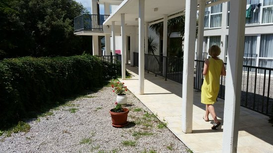 Hunguest Hotel Sun Resort : Walkway to Mimoza Block