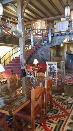 El Rancho Hotel Restaurant : The lobby
