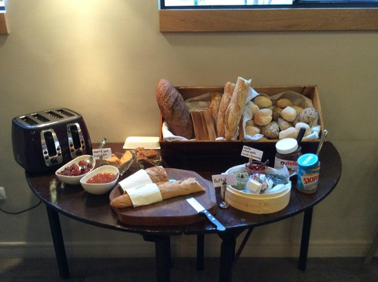 Sea Executive Suites: Breakfast