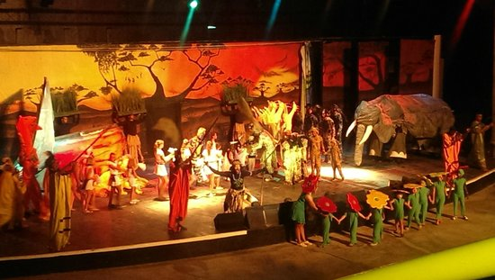 Club Marmara Narjess: spectacle du roi lion