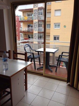 Aparthotel Safari : Stanza per tre persone, balcone