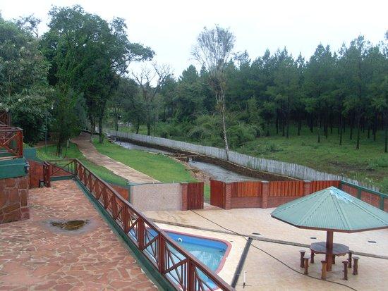 Montecarlo, Argentina: Vista pileta y arroyo