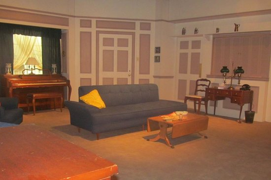 Lucille Ball Desi Arnaz Museum: The Living Room set