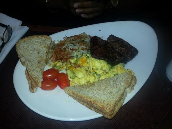 Sheraton Gateway Hotel in Toronto International Airport : His steak breakfast